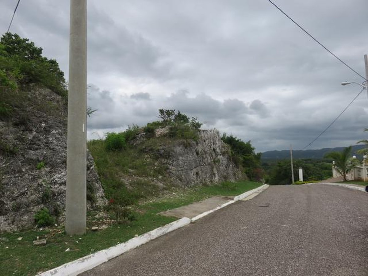 lot 100 for sale negril estate easy to build house